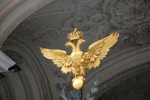 Un águila bicéfala en San Petersburgo.