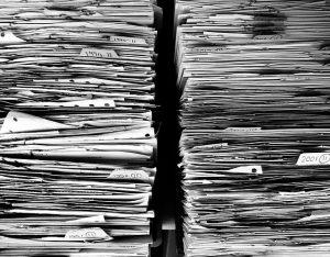 ¡Cuánto papeleo! Imagen extraída de Pixabay